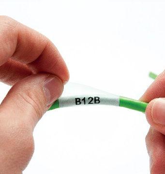 Etiquetas especiales para cables y latiguillos