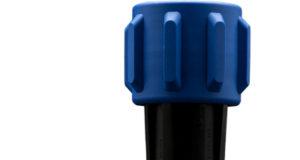 Dotados para poder trabajar en entornos exigentes, estos conectores sellados circulares de potencia permiten, entre otras capacidades, su manipulación con unos guantes calzados. Bulgin Components presenta sus nuevos conectores de potencia Buccaneer y EXPlora en forma circular preparados para trabajar en entornos exigentes como son las aplicaciones de tipo industrial e, incluso, en industria pesada. Cuentan con protecciones IP66, IP67, IP68 e IP69K, y son sellados para proporcionar conexiones seguras y fiables. Cada una de estas series dispone de un cable de conexión flexible, un conector de cable flexible in-line, y opciones de montaje de panel de mamparo. Además, para ciertas series también se encuentran disponibles versiones de cable sobremoldeado. Estos conectores sellados circulares de potencia permiten escoger entre un amplio abanico de enchufes y receptáculos que ofrecen entre 2 y 32 polos, con relaciones de potencia habituales como son los 250, 277 y hasta 600 V con 32 A, con terminaciones soldadas o atornilladas y encapsulados de conector metálicos o plásticos. Gracias a estas características, la familia de conectores Buccaneer son idóneos para cubrir un gran abanico de diseños distintos. Otras características importantes en los conectores circulares Por su parte, la serie EXPlora consiste en conectores a prueba de explosiones, como variación de la Serie 900 que puede trabajar en aplicaciones ATEX de Zona 2 (gas) y Zona 22 (polvo). Esto los convierte en idóneos para los fabricantes de equipos eléctricos auxiliares como motores, bombas, equipos de iluminación, equipos de control y de proceso para su uso en fábricas y plantas donde las atmósferas peligrosas o explosivas pueden ser provocadas por gases inflamables, nieblas o vapores, o polvos combustibles. Son, obviamente, resistentes tanto al agua como al polvo cuando se emparejan con un conector compatible. Disponen de terminales para atornillarlos, pueden ser manipulados sin problemas mientras se llevan guan