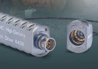 Conectores de alta densidad con memoria Flash